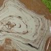 assiette en terre mêlée