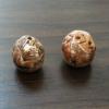 perles en terre mêlée