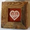 Coeur en faïence rouge, encadré de vieux bois (vendu)