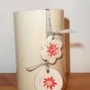 Pot en faïence blanche décoré de 2 pendentifs (vendu)